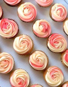 Living Coral is the Pantone Colour of the Year and it also makes the perfect wedding colour! See our coral wedding ideas here. Peach Wedding Theme, Coral Wedding Cakes, Coral Wedding Themes, Lilac Wedding, Coral Weddings, Pink Wedding Cupcakes, Spring Wedding, Wedding Flowers, Coral Party