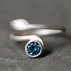 Leaf Ring in Sterling Silver and Topaz