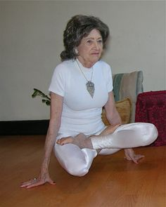 Proving that age is nothing but a number, two remarkable women have been recognized by Guinness World Records for their amazing feats. Tao Porchon-Lynch from White Plains, NY is the Oldest Living Yoga Teacher. Tao Porchon Lynch, Classy People, Cool Yoga Poses, What Is Need, World Records, Lady And Gentlemen, Yoga Teacher, Bodybuilding, Living Yoga