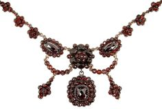 Impressive Vintage garnet festoon necklace in Victorian style.