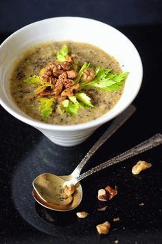 . suppe med sjove smagsnuancer gule ærter som grund For kort tid siden bad Vibeke, en af bloggens læsere, om opskrifter med flækærter (gule ærter). Det er en rigtig god idé, som jeg ikke vil sidde …