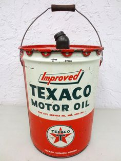 Vintage Texaco Motor Oil 5 Imperial Gallons Can, Improved Motor Oil, Red Green Vintage Oil Cans, Vintage Tins, Old Gas Stations, Texaco, Gas Pumps, Landscape Wallpaper, Oil And Gas, Old Pictures, Red Green