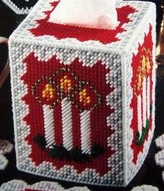 christmas candlestissue cover in plastic canvas Plastic Canvas Coasters, Plastic Canvas Ornaments, Plastic Canvas Tissue Boxes, Plastic Canvas Christmas, Plastic Canvas Crafts, Plastic Canvas Patterns, Handmade Christmas Decorations, Christmas Crafts, Needlepoint Patterns