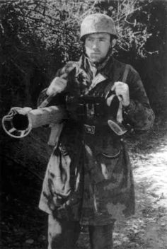 Fallschirmjager with US Bazooka, Italy autumn 1944, pin by Paolo Marzioli