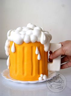Beer mug cake Beer Mug Cake, Fathers Day Cake, Cakes For Men, Mini Cakes, Dessert Ideas, Cake Ideas, Frosting, Cake Decorating, Deserts