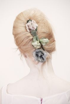 The Loved One vintage flower comb (sold out)