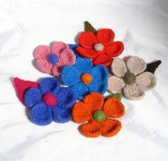 knit felt flower pattern. simple to make but effective.