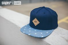"""""""Schirm-ception""""! Diese Djinn's Crazy Pattern Umbrella Snapback Cap trägt Schirmprint auf dem Schirm. Sie ist ansonsten schlicht dunkelblau gehalten und lässt sich dank eines Button Straps individuell anpassen. Preis: 24,99 € #snipes #djinns #snapback #snipesknows"""