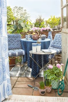 Mini Balcony Spring Decor That Will Wake Up Your Senses