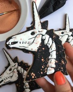 Unicorn Cookies - Recipes - Free, Easy and Delicious ideas Candy Corn Cookies, Pumpkin Sugar Cookies, Halloween Sugar Cookies, Chocolate Sugar Cookies, Fancy Cookies, Cute Cookies, Royal Icing Cookies, Halloween Desserts, Halloween Treats