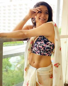 Sakshi Agarwal 5 Sakshi Agarwal HD Photos| Hot Images| Wallpapers Saree Photoshoot, Photoshoot Images, Saree Backless, Indian Navel, New Movie Posters, Indian Beauty Saree, South Indian Actress, Latest Pics, Latest Images