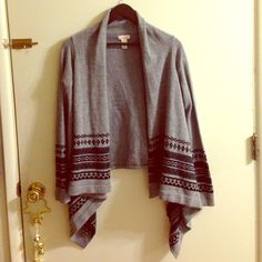 Ambiance sweater Gently warn, Ambiance sweater. Perfect for winter! Ambiance Apparel Sweaters Shrugs & Ponchos