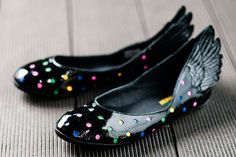 The Jeremy Scott 11 JS Ballerina Shoes Bring Designer Footwear Hot Shoes, Crazy Shoes, Me Too Shoes, Pepe Jean, Jeremy Scott Adidas, Peep Toe, Wing Shoes, Ballerina Shoes, Ballet Flats