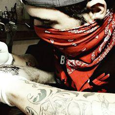 Escrita no meu mano @betonechar full tattoo? Coming#chicanotattoo #chicano #memamafia #ink #tattoo #letters #Writing #hommie #from #guadalajara #4 #elements #inkedstyle #inkedboy #tattooart #tattoist #gangsta #red #bandana #ghetto #catanduva #sp #brazil