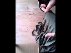 Van oude kleding maak je op eenvoudige wijze zelf Zpaghetti om vervolgens mee te breien of haken. Kijk hoe ik dat doe