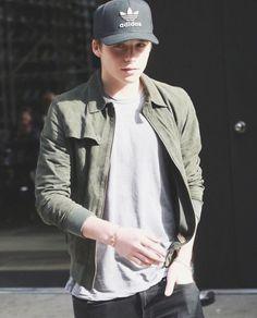 casual // menswear, mens style, adidas, hat, tshirt