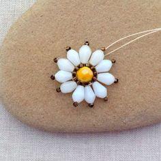 Lisa Yang's Jewelry Blog: Brick Stitch Daisy Flower DIY