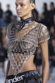 Alexander Wang Collection 1 at New York Fashion Week Spring 2019 - Details Runway Photos If I ever went to a cochella like event Punk Fashion, Couture Fashion, Diy Fashion, Runway Fashion, Ideias Fashion, Fashion Beauty, Fashion Show, Womens Fashion, Fashion Design