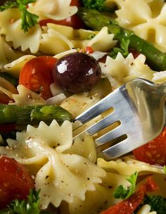 Bow Tie Pasta Salad Recipe With Feta.Light And Easy Pasta Salad Recipe Bow Tie Pasta Salad. Asparagus Bow Tie Pasta Salad The Cooking Mom. Cooking Recipes, Healthy Recipes, Quick Recipes, Healthy Meals, Healthy Life, Healthy Food, Yummy Food, Pepper Pasta, Asparagus Pasta