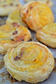 Orange Pinwheels With Orange Lemon Marmalade In Puff Pastry - Food: Veggie tables Cookie Desserts, Easy Desserts, Delicious Desserts, Dessert Recipes, Orange Marmalade Recipe, Lemon Marmalade, Lemon Puff, Puff Pastry Pinwheels, Orange Rolls