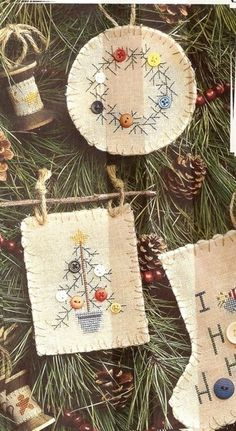 Good Ideas For Country Christmas Ornaments primitive-christmas-ornament-ideas Christmas Sewing, Christmas Embroidery, Christmas Cross, Winter Christmas, Simple Christmas, Primitive Christmas Ornaments, Christmas Tree Ornaments, Christmas Gifts, Christmas Decorations