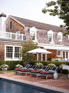 This poolside patio is perfectly timeless.