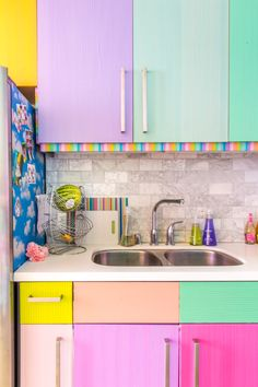 decor (heeheeretiree) This Is How Much It Costs to Cover Your Rental Cabinets in Washi Tape Kitchen Furniture, Kitchen Decor, Kitchen Design, Pipe Furniture, Furniture Vintage, Furniture Design, Rainbow Kitchen, Cost Of Kitchen Cabinets, Retro Appliances
