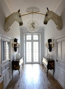 There is something oddly appealing about unicorns standing guard to welcome you home. - http://www.homedecoz.com/interior-design/there-is-something-oddly-appealing-about-unicorns-standing-guard-to-welcome-you-home/