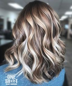 Long bob hair styles ideas with beige ombre balayage highlights. Glossy caramel balayage highlights for brown hair. Hair Color Highlights, Hair Color Balayage, Blonde Color, Balayage Highlights, Platinum Highlights, Caramel Highlights, Balayage Hair Dark Blonde, Brassy Blonde, Balayage Straight
