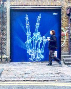 by @shok_1 #shokone #streetartculture #streetartofficial #streetarteverywhere #streetarteverywhere #streetartphotography #streetartandgraffiti #graffiti_of_our_world #total_urbanart #ukstreetart #tv_streetart #streetartlovers #streetartlondon #bricklaneart #eastlondon #londonstreetart