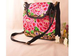 Newest Lady's Carry bag! Hot-Wholesale women Embroidered bags Fashion Vintage embroidery shoulder messenger bags lady small bags