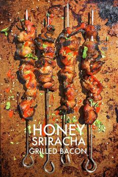 Honig Sriracha Gegrilltem Speck.  Stimmt!  Sie können Grill Speck!  Schauen Sie sich das Rezept auf Shutterbean.com!