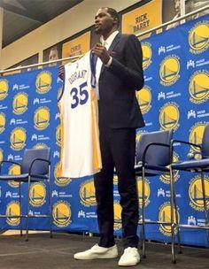 Durant oficializa contrato por 2 años con los Warriors. Mira lo...