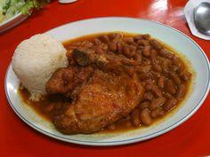 chuleta frita,  arroz blanco y habichuelas rojas guisadas