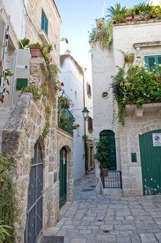 Polignano a mare - Puglia - Italy http://www.polignanomadeinlove.com/content…