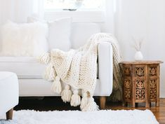 Knit a blanket in a weekend! Knit a blanket in a weekend! FREE chunky k Make Blanket, Chunky Blanket, Wool Blanket, Knitting Kits, Knitting Patterns, Easy Knitting, Knitting Ideas, Knitting Projects, Crochet Projects
