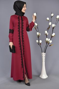 Güpürlü Ferace - Tesettür Fuşya Ferace Abaya Fashion, Fashion Wear, Fashion Dresses, Dress With Cardigan, The Dress, Abaya Pattern, Red Frock, Moslem Fashion, Abaya Designs