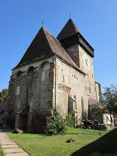 Fortified church of Axente Sever village, Sibiu The Beautiful Country, Stargate, Romania, Barcelona Cathedral, Europe, Mansions, House Styles, Building, Places