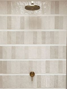 modern stacked tile in neutral bathroomdesign #interiordesign #bathroomideas #bathroomdesign Bathroom Interior Design, Home Interior, Interior Decorating, Interior Livingroom, Interior Paint, Home Design, Creative Studio, Creative Decor, Bathroom Renos