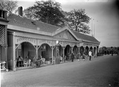 Café-restaurant, thee- en speeltuin 'De Oude Vink', ANWB Bondscafé en garage voor automobielen (1928).