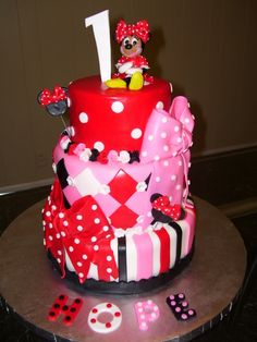 I'm thinking a Minnie mouse party for Kyra's first birthday!