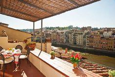 1 bed appt with balcony overlooking the Arno, sleeps 4.