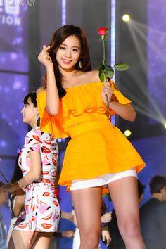 Tzuyu goddess of beauty Kpop Girl Groups, Korean Girl Groups, Kpop Girls, Pretty Asian, Beautiful Asian Women, Nayeon, Taiwan, Chou Tzu Yu, Tzuyu Twice