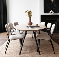 Oval tabletop with a Slim Co steel frame. Co chairs in soft colors and your spring dining room is set! Interior Design Companies, Home Interior Design, Interior Styling, Dining Room Design, Dining Room Chairs, Diner Table, Dinner Room, Circular Table, Living Room Interior