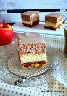 Szarlotka z musem czekoladowym Raw Desserts, No Bake Desserts, Hungarian Cake, Polish Recipes, Polish Food, Breakfast Menu, Food Cakes, Homemade Cakes, Dessert Bars