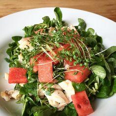 Samstagssalat: Feldsalat / Forelle / Wassermelone / Kresse / Walnussöl  #salat #feldsalat #forelle #wassermelone #kresse #walnussöl #trout #salad #watermelon #walnutoil #eatclean #eatfresh #healthyfood #superfood #saturfood #market