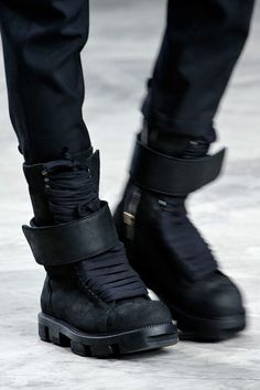 Cyberpunk Fashion, Rick Owens Fall 2013 Seriously in love MH Mode Cyberpunk, Cyberpunk Fashion, Cyberpunk Clothes, Me Too Shoes, Men's Shoes, Shoe Boots, Style Noir, Mode Style, Nike Outfits