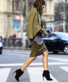 The best street style at Milan Fashion Week Street Style Chic, Looks Street Style, Cool Street Fashion, Look Fashion, World Of Fashion, Autumn Fashion, Fashion Weeks, Military Trends, Christine Centenera