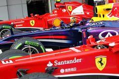 f1 Bellísima foto de los tres primeros autos en la parrilla de salida para el Gran Premio de Malasia ..
