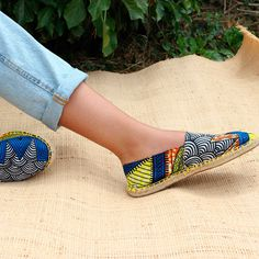 DIY_Fabriquer_ses_espadrilles_avec_du_tissu_wax Best Picture For beauty tips products For Your Taste You are looking for something, and it is going to Espadrilles, Espadrille Shoes, Urbane Mode, Sewing Jeans, Diy Wax, African Crafts, Diy Accessoires, Melissa Shoes, African Fabric
